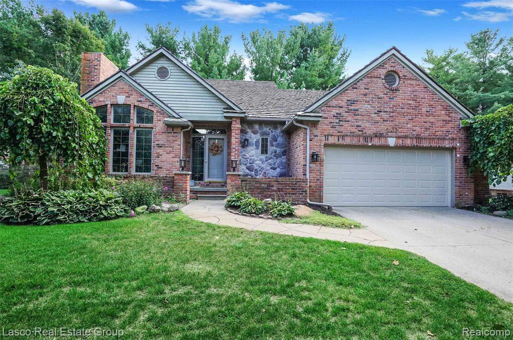 houses for sale in fenton michigan